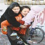 Kisah Li Yuan Yuan, Seorang Anak Yang Rela Memanggul Ibu Seumur Hidup