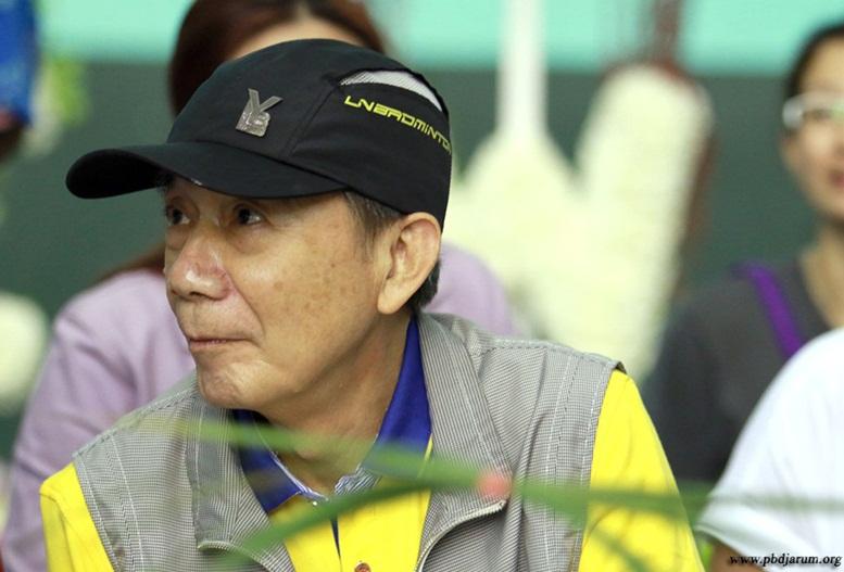 tong sin fu pelatih badminton