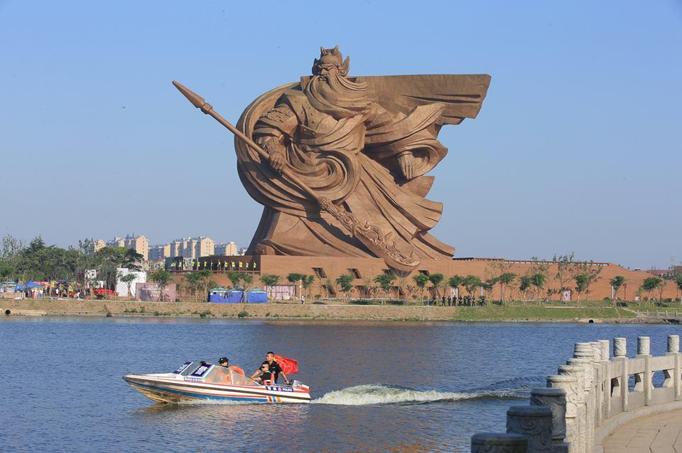 Patung Guanyu 1