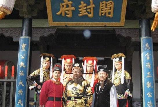 Ketujuh orang diatas sering disebut Qi Xia (七侠) yang artinya 7 pendekar.